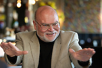"""05 APR 2004, BERLIN/GERMANY:<br /> Prof. Dr. Peter Loesche, Politikwissenschaftler Universitaet Goettingen, waehrend einem Roundtable-Gespraech der zeitschrift Politik und Kommunikation, Restaurant """"Die 1""""<br /> IMAGE: 20040405-01-036<br /> KEYWORDS: Peter Lösche"""