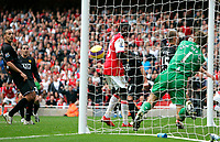 Photo: Tom Dulat/Sportsbeat Images.<br /> <br /> Arsenal v Manchester United. The FA Barclays Premiership. 03/11/2007.<br /> <br /> Arsenal's William Gallas(not in the picture) scores second goal. 2-2, Goalkeeper of Manchester United Edwin Van Der Sar missed to save the ball.