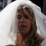 NLD/Amsterdam/20080914 - BN'ers modeshow voor CF stichting, Emile Ratelband verkleed als bruid