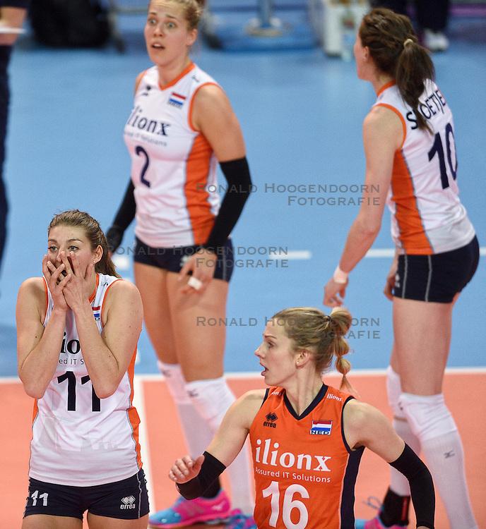04-01-2016 TUR: European Olympic Qualification Tournament Nederland - Duitsland, Ankara <br /> De Nederlandse volleybalvrouwen hebben de eerste wedstrijd van het olympisch kwalificatietoernooi in Ankara niet kunnen winnen. Duitsland was met 3-2 te sterk (28-26, 22-25, 22-25, 25-20, 11-15) / Ongeloof bij Anne Buijs #11, Femke Stoltenborg #2, Lonneke Sloetjes #10