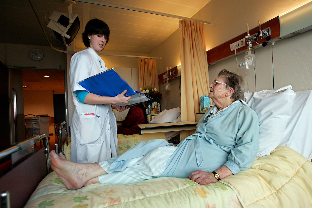 The Hague. Hospital. MCH. Medisch Centrum Haaglanden. A doctor and a patient..Photo: Gerrit de Heus