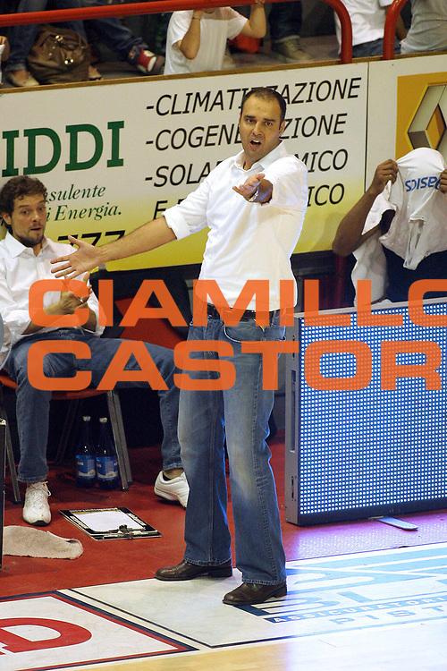 DESCRIZIONE : Pistoia Lega A2 2011-12 Giorgio Tesi Group Pistoia Assi Basket Ostuni<br /> GIOCATORE : Coach Moretti Paolo<br /> SQUADRA : Giorgio Tesi Group Pistoia<br /> EVENTO : Campionato Lega A2 2011-2012<br /> GARA : Giorgio Tesi Group Pistoia Assi Basket Ostuni<br /> DATA : 02/10/2011<br /> CATEGORIA : <br /> SPORT : Pallacanestro<br /> AUTORE : Agenzia Ciamillo-Castoria/Stefano D'Errico<br /> Galleria : Lega Basket A2 2011-2012 <br /> Fotonotizia : Pistoia Lega A2 2011-2012 Giorgio Tesi Group Pistoia Assi Basket Ostuni<br /> Predefinita :