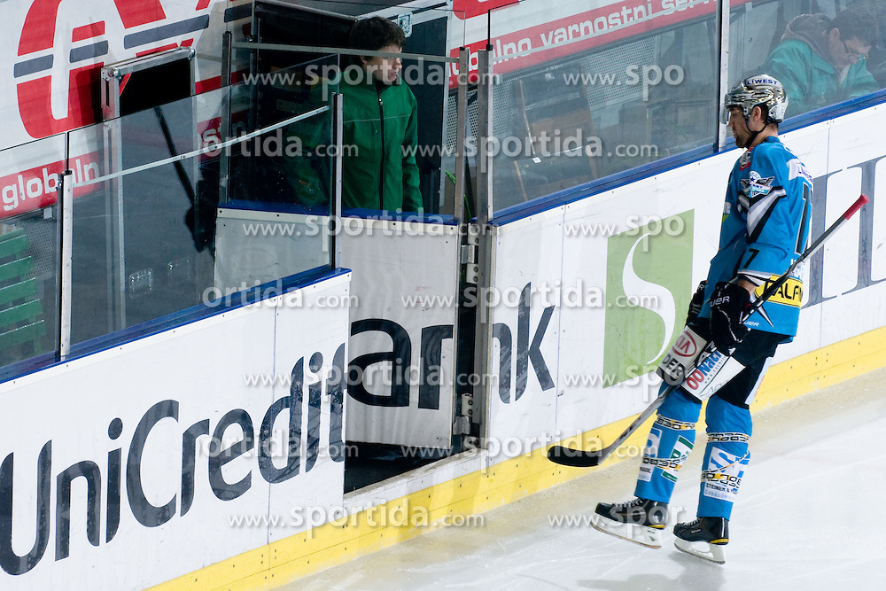 Jason Ward (EHC Liwest Black Wings Linz, #17) going to the penalty box during ice-hockey match between HDD Tilia Olimpija and EHC Liwest Black Wings Linz in 37th Round of EBEL league, on Januar 9, 2011 at Hala Tivoli, Ljubljana, Slovenia. (Photo By Matic Klansek Velej / Sportida.com)