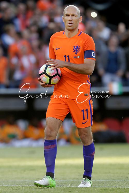 04-06-2017 VOETBAL:NEDERLAND-IVOORKUST:ROTTERDAM<br /> Oranje oefende tegen Ivoorkust vanavond in De Kuip<br /> <br /> Arjen Robben van Oranje (Bayern Munchen) legt aan voor de strafschop<br /> <br /> Foto: Geert van Erven