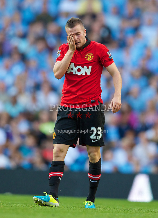 MANCHESTER, ENGLAND - Sunday, September 22, 2013: Manchester United's Tom Cleverley looks dejected as his side lose 4-1 to Manchester City during the Premiership match at the City of Manchester Stadium. (Pic by David Rawcliffe/Propaganda)