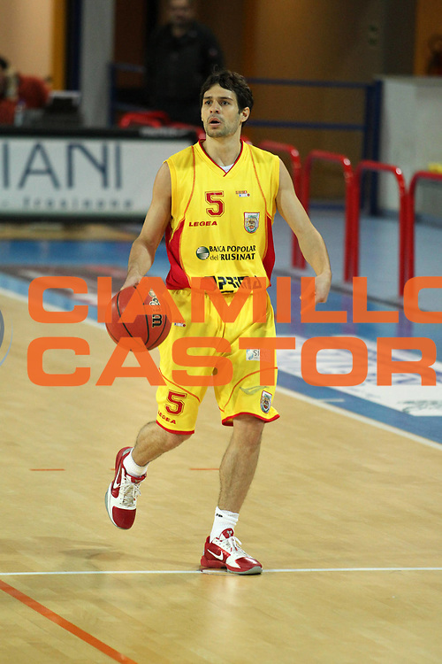 DESCRIZIONE : Frosinone  Lega Due 2010-11 Prima Veroli Tuscany Pistoia<br /> GIOCATORE : Anthony Binetti   <br /> SQUADRA : Prima Veroli <br /> EVENTO : Campionato Lega Due 2010-2011<br /> GARA : Prima Veroli Tuscany Pistoia<br /> DATA : 30/04/2011<br /> CATEGORIA : palleggio           <br /> SPORT : Pallacanestro<br /> AUTORE : Agenzia Ciamillo-Castoria/A.Ciucci<br /> Galleria : Lega Due Basket 2010-2011<br /> Fotonotizia : Frosinone Lega Due 2010-11 Prima Veroli Tuscany Pistoia<br /> Predefinita :