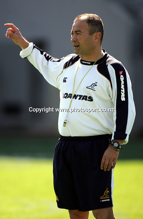 Wallaby coach Eddie Jones during the Wallabies captains run at Eden Park, Auckland, on Friday 2 September, 2005. Photo: Andrew Cornaga/PHOTOSPORT<br />
