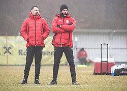 13.01.2020, Waldstadion, Pasching, AUT, 1. FBL, Trainingsauftakt, LASK, im Bild v.l. Dustin Heun (LASK Co-Trainer, Videoanalyst), Trainer Valerien Ismael (LASK) // during a Trainingssession of Austrian tipico Bundesliga Club LASK at the Waldstadion in Pasching, Austria on 2020/01/13. EXPA Pictures © 2020, PhotoCredit: EXPA/ Reinhard Eisenbauer