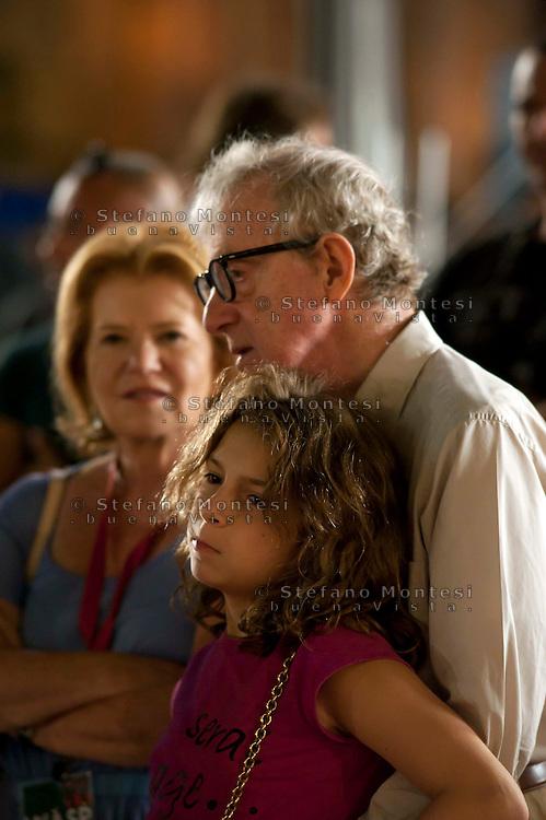 Roma 9 Agosto  2011.Il set del  film The Bob Decameron di Woody Allen, a Piazza della Repubblica.Woody Allen sul set del film con la nipote.