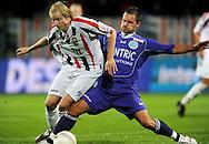 25-10-2008 Voetbal:Willem II: De Graafschap:Tilburg<br /> Leon Hese in duel met Frank Demouge<br /> Foto: Geert van Erven