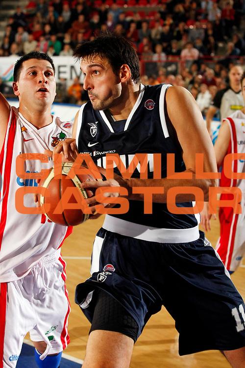 DESCRIZIONE : Varese Lega A1 2007-08 Cimberio Varese Upim Fortitudo Bologna<br /> GIOCATORE : Dalibor Bagaric<br /> SQUADRA : Upim Fortitudo Bologna<br /> EVENTO : Campionato Lega A1 2007-2008<br /> GARA : Cimberio Varese Upim Fortitudo Bologna<br /> DATA : 21/10/2007<br /> CATEGORIA : Rimbalzo<br /> SPORT : Pallacanestro<br /> AUTORE : Agenzia Ciamillo-Castoria/G.Cottini