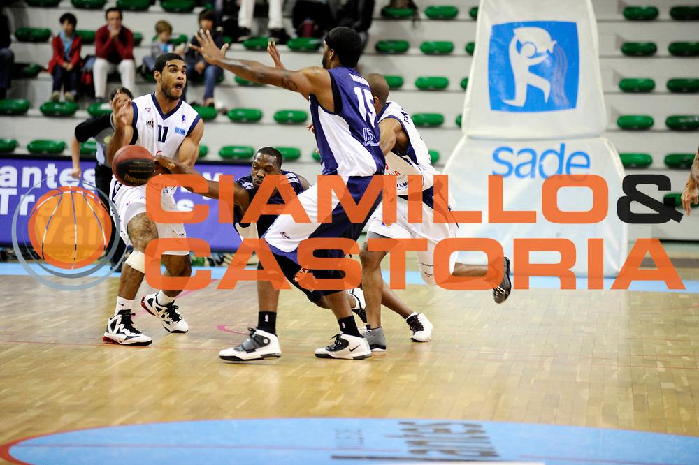 DESCRIZIONE : Championnat de France Pro B Salle Mangin Nantes<br /> GIOCATORE : Ramseyer David Amadi McKenzie<br /> SQUADRA : Nantes Boulazac<br /> EVENTO : Pro B 2 journee<br /> GARA : Nantes Boulazac<br /> DATA : 14/10/2011<br /> CATEGORIA : Basketball France Homme Pro B<br /> SPORT : Basketball<br /> AUTORE : JF Molliere<br /> Galleria : France Basket 2011-2012 Action<br /> Fotonotizia : Championnat de France Basket Pro B Nantes Boulazac Journee 2<br /> Predefinita :