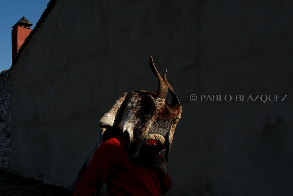 A man dressed as El Diablo (the devil) walk the streets during La Filandorra festival on December 26, 2016 in the small village Ferreras de Arriba, Zamora province, Spain.  La Filandorra festival is a pagan winter masquerade that takes place during Saint Esteban festivities. The parade is represented by four characters, La Filandorra, El Diablo (Devil), La Madama (madame) y El Galán (Gallant). (© Pablo Blazquez)