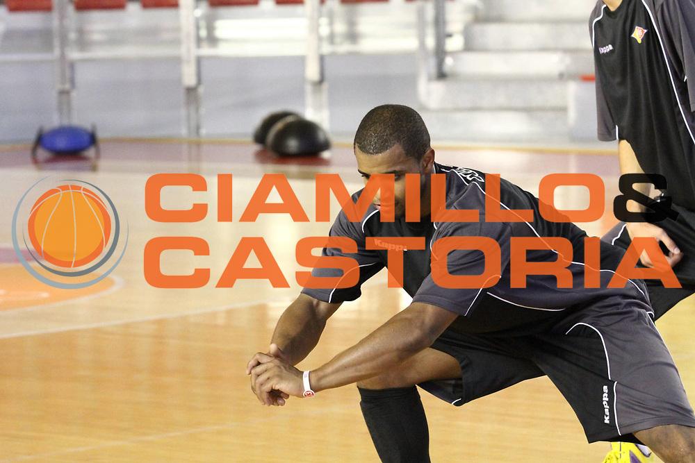 DESCRIZIONE : Roma Lega Basket A 2012-13  Raduno Virtus Roma<br /> GIOCATORE : Jordan Taylor<br /> CATEGORIA : allenamento <br /> SQUADRA : Virtus Roma <br /> EVENTO : Campionato Lega A 2012-2013 <br /> GARA :  Raduno Virtus Roma<br /> DATA : 23/08/2012<br /> SPORT : Pallacanestro  <br /> AUTORE : Agenzia Ciamillo-Castoria/M.Simoni<br /> Galleria : Lega Basket A 2012-2013  <br /> Fotonotizia : Roma Lega Basket A 2012-13  Raduno Virtus Roma<br /> Predefinita :