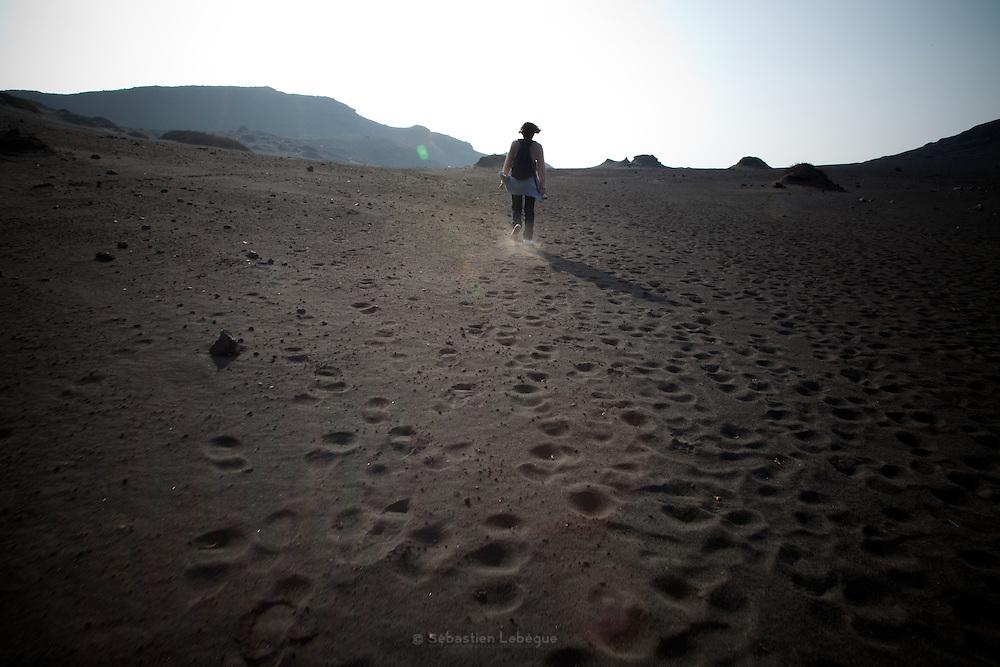 Japan kyushu - Aso Mountain  Nakadake volcano black sand - Aso mountain is one of the biggest caldera in the world Over 25km large. In the center the nakadake volcano is still active The land is only rocks and black sand - Le mont Aso est au centre de l'une des plus grandes caldera du monde. Au sommet, le mont Nakadake est un volcan toujours actif. Le sol n'est fait que de roches et de sable noir.