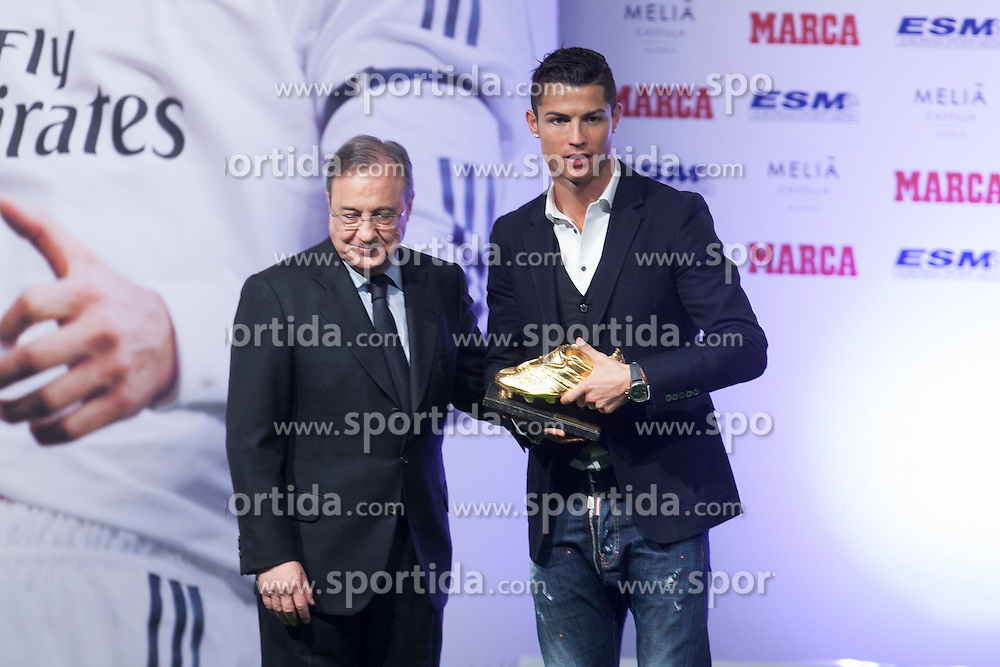 05.11.2014, Melia Hotel, Madrid, ESP, UEFA, Verleihung Goldener Schuh, im Bild Real Madrid&acute;s Cristiano Ronaldo (R) receives from Florentino Perez the Golden Boot `Bota de Oro&acute; 2013-14 // during Ceremony of the golden boot for the top scorer in Europe at the Melia Hotel in Madrid, Spain on 2014/11/05. EXPA Pictures &copy; 2014, PhotoCredit: EXPA/ Alterphotos/ Victor Blanco<br /> <br /> *****ATTENTION - OUT of ESP, SUI*****
