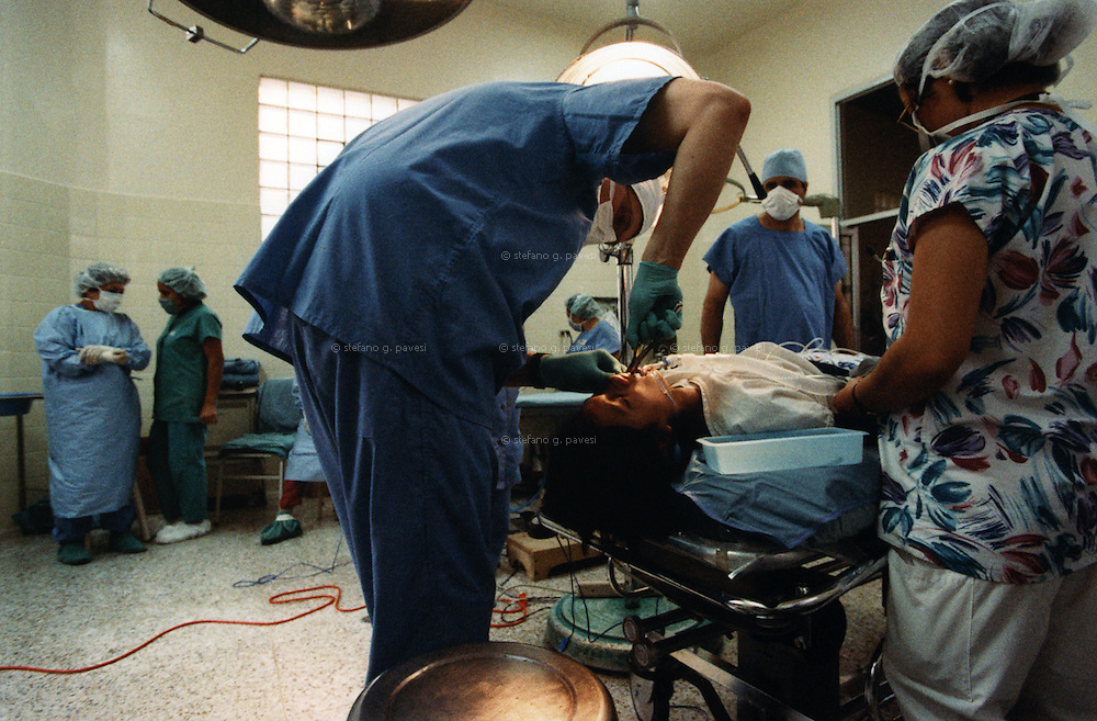 Honduras , Tegucigalpa , February 1999 - San Felipe Hospital : odontologist during an operation.<br /> <br /> <br /> Operation Smile is a private, not-for-profit volunteer medical services organization providing reconstructive surgery and related health care to indigent children worldwide.