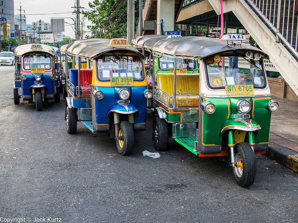 """05 APRIL 2014 - BANGKOK, THAILAND:   Tuk-tuks in Khlong Toey Market in Bangkok. Khlong Toey (also called Khlong Toei) Market is one of the largest """"wet markets"""" in Thailand. The market is located in the midst of one of Bangkok's largest slum areas and close to the city's original deep water port. Thousands of people live in the neighboring slum area. Thousands more shop in the sprawling market for fresh fruits and vegetables as well meat, fish and poultry.     PHOTO BY JACK KURTZ"""