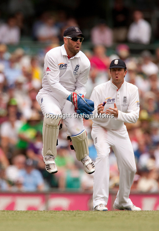 Graeme Swann watches as wicket keeper Matt Prior fields during the fifth and final Ashes test match between Australia and England at the SCG in Sydney, Australia. Photo: Graham Morris (Tel: +44(0)20 8969 4192 Email: sales@cricketpix.com) 04/01/11