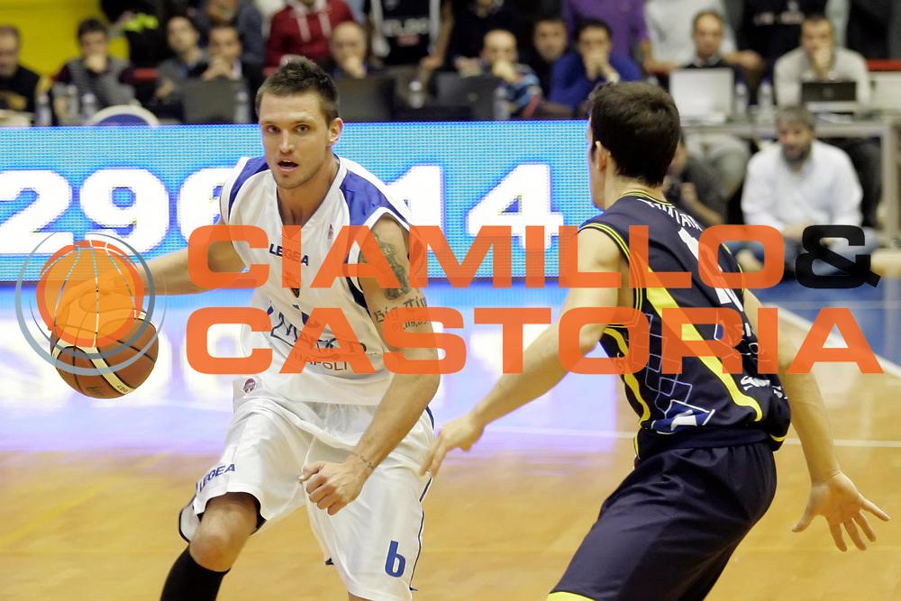 DESCRIZIONE : Napoli Lega A 2009-10 Martos Napoli Sigma Coatings Montegranaro<br /> GIOCATORE : Armands Skele<br /> SQUADRA : Martos Napoli<br /> EVENTO : Campionato Lega A 2009-2010 <br /> GARA : Martos Napoli Sigma Coatings Montegranaro<br /> DATA : 15/11/2009<br /> CATEGORIA : palleggio<br /> SPORT : Pallacanestro <br /> AUTORE : Agenzia Ciamillo-Castoria/A.De Lise<br /> Galleria : Lega Basket A 2009-2010 <br /> Fotonotizia : Napoli Campionato Italiano Lega A 2009-2010 Martos Napoli Sigma Coatings Montegranaro<br /> Predefinita :