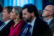 AMSTERDAM speech schrijver van de koning jan snoek met koning willem alexander en kongin maxima Hij schreef al de speeches van ministers en van premier Balkenende, maar nu souffleert Jan Snoek zelfs koning Willem-Alexander. Ook bij diens kersttoespraak morgen. Wie is Jan Snoek? ROBIN UTRECHT
