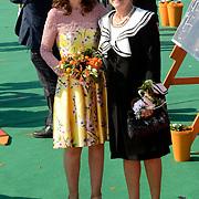 Koningsdag 2014 in de Rijp, het vieren van de verjaardag van de koning. / Kingsday 2014 in the Rijp , celebrating the birthday of the King. <br /> <br /> <br /> Op de foto / On the photo:   Prinses Anita en Prinses Margiet / Princess Anita and Princess Margiet