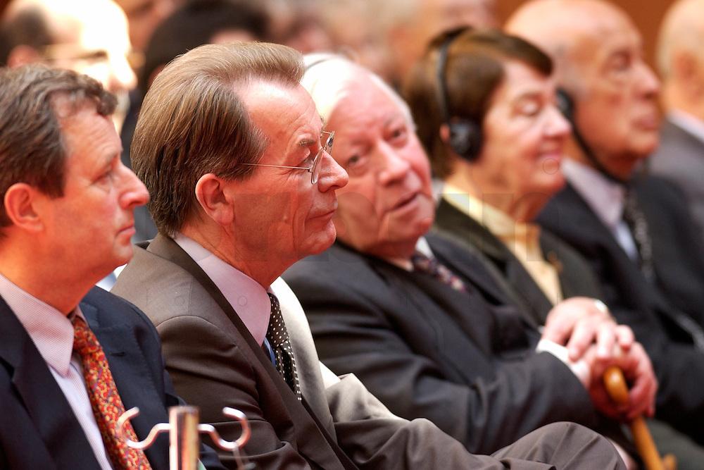 """04 MAY 2004, BERLIN/GERMANY:<br /> Dr. Christoph Bertram, Geschaaeftsf. Vorsitzender Stiftung Wissenschaft und Politik, Franz Muentefering, SPD Parteivorsitzender, Helmut Schmidt, SPD, Bundeskanzler a.D., Loki Schmidt, Valery Giscard d´Estaing, Praesident des Europaeischen Konvents, (v.L.n.R.), 8. Internationale Wirtschaftstagung 2004 der SPD unter dem Motto: """"Europa 2010: Wachstumsmotor fuer die Weltwirtschaft?"""", axica Tagungszentrum<br /> IMAGE: 20040504-01-049<br /> KEYWORDS:Franz Müntefering, Valéry Giscard d´Estaing"""