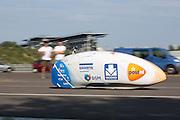 In Schipkau doet het Human Power Team Delft en Amsterdam met fietser Wil Baselmans een poging het laagland sprintrecord te verbreken met de VeloX3. In september wil het team, dat bestaat uit studenten van de TU Delft en de VU Amsterdam, een poging doen het wereldrecord snelfietsen te verbreken, dat nu op 133 km/h staat tijdens de World Human Powered Speed Challenge.<br /> <br /> At the Dekra test track in Lausitz the Human Power Team Delft and Amsterdam tries with rider Wil Baselmans  to set a new lowland sprint record on a bicycle. With the special recumbent bike the team, consisting of students of the TU Delft and the VU Amsterdam, also wants to set a new world record cycling in September at the World Human Powered Speed Challenge. The current speed record is 133 km/h.