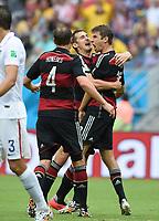 Fotball<br /> Tyskland v USA<br /> 26.06.2014<br /> VM 2014<br /> Foto: Witters/Digitalsport<br /> NORWAY ONLY<br /> <br /> 1:0 Jubel Deutschland v.l. Benedikt Höwedes, Miroslav Klose, Torschuetze Thomas Müller<br /> Fussball, FIFA WM 2014 in Brasilien, Vorrunde, USA - Deutschland