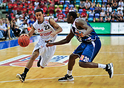 09.06.2010, Ballsporthalle, Frankfurt, GER, 1.BBL - Play Off Finale, Deutsche Bank Skyliners vs Brose Baskets Bamberg, im Bild Brian Roberts (Bamberg #22), Jimmy McKinney (Skyliners USA #20),  EXPA Pictures © 2010, PhotoCredit: EXPA/ nph/  Roth / SPORTIDA PHOTO AGENCY