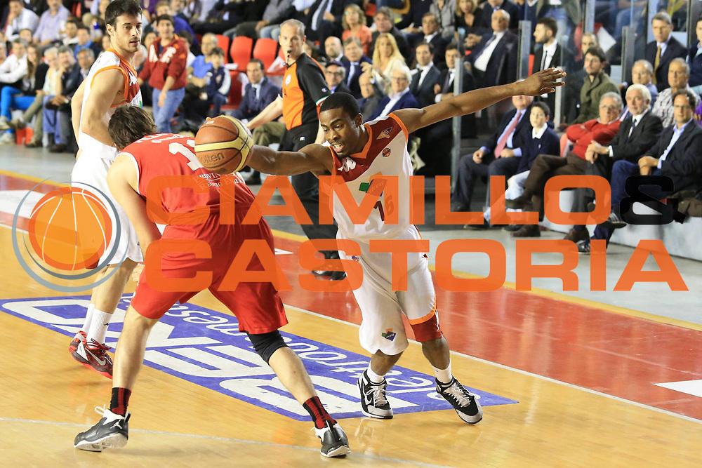 DESCRIZIONE : Roma Lega A 2012-2013 Acea Roma Trenkwalder Reggio Emilia playoff quarti di finale gara 7<br /> GIOCATORE : Bailey Bryan<br /> CATEGORIA : curiosita equilibrio<br /> SQUADRA : Acea Roma<br /> EVENTO : Campionato Lega A 2012-2013 playoff quarti di finale gara 7<br /> GARA : Acea Roma Trenkwalder Reggio Emilia<br /> DATA : 21/05/2013<br /> SPORT : Pallacanestro <br /> AUTORE : Agenzia Ciamillo-Castoria/M.Simoni<br /> Galleria : Lega Basket A 2012-2013  <br /> Fotonotizia : Roma Lega A 2012-2013 Acea Roma Trenkwalder Reggio Emilia playoff quarti di finale gara 7<br /> Predefinita :