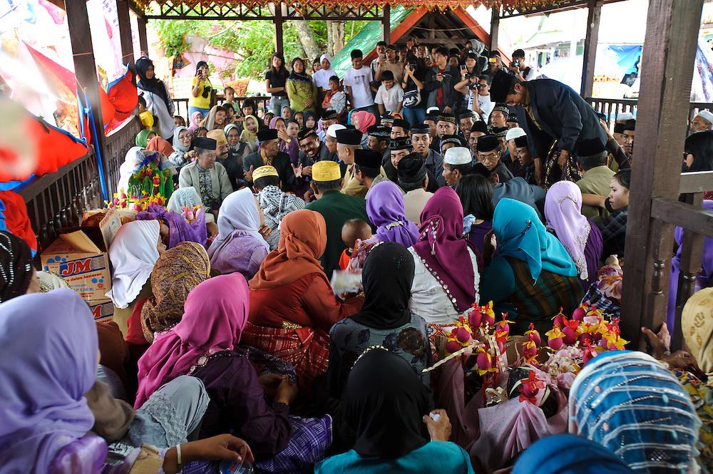 Religous ceremony at the Maulid Nabi festival, Cikoang, Sulawesi, Indonesia.