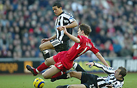 Fotball<br /> Premier League England 2004/2005<br /> Foto: SBI/Digitalsport<br /> NORWAY ONLY<br /> <br /> Liverpool v Newcastle<br /> 19/12/2004<br /> <br /> Xabi Alonso of Liverpool is brought crashing down by Lee Bowyer and Jermaine Jenas of Newcastle.