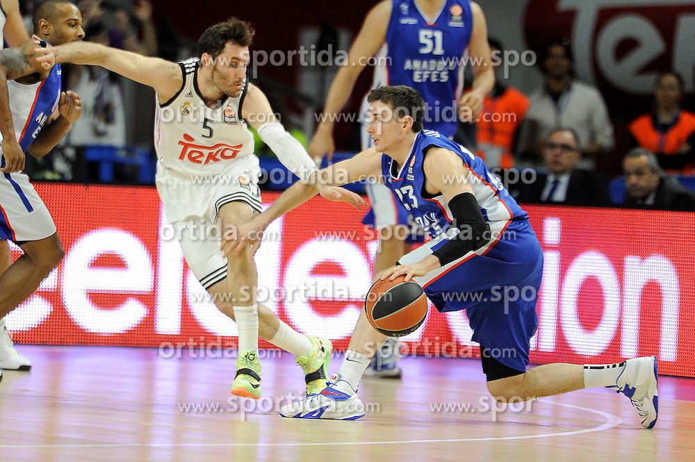 15.04.2015, Palacio de los Deportes stadium, Madrid, ESP, Euroleague Basketball, Real Madrid vs Anadolu Efes Istanbul, Playoffs, im Bild Real Madrid&acute;s Rudy Fernandez and Anadolu Efes&acute;s Matt Janning // during the Turkish Airlines Euroleague Basketball 1st final match between Real Madrid vand Anadolu Efes Istanbul t the Palacio de los Deportes stadium in Madrid, Spain on 2015/04/15. EXPA Pictures &copy; 2015, PhotoCredit: EXPA/ Alterphotos/ Luis Fernandez<br /> <br /> *****ATTENTION - OUT of ESP, SUI*****