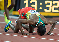 Athletics - 2017 IAAF London World Athletics Championships - Day Nine, Evening Session<br /> <br /> Mens 5000m Final<br /> <br /> Muktar Edris (Ethiopia) gives thanks after winning the gold medal for his country at the London Stadium<br /> <br /> COLORSPORT/DANIEL BEARHAM