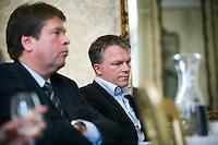 """Nederland. Den Haag, 1 juni 2007. <br /> De Commissie-Vreeman presenteert haar rapport over de gang van zaken die heeft geleid tot verlies van negen Kamerzetels bij de Tweede-Kamerverkiezingen van 2006 . """"De scherven opgeveegd."""", Wouter Bos en Jacques Tichelaar luisteren naar Ruud Vreeman.<br /> Foto Martijn Beekman NIET VOOR TROUW, AD, TELEGRAAF, NRC EN HET PAROOL"""