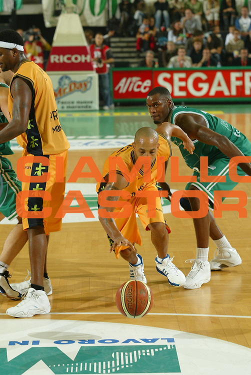 DESCRIZIONE : Treviso Lega A1 2006-07 Benetton Treviso Premiata Montegranaro<br />GIOCATORE : Childress Split Raddoppio<br />SQUADRA : Premiata Montegranaro <br />EVENTO : Campionato Lega A1 2006-2007<br />GARA : Benetton Treviso Premiata Montegranaro<br />DATA : 29/10/2006 <br />CATEGORIA : Tecnica<br />SPORT : Pallacanestro <br />AUTORE : Agenzia Ciamillo-Castoria/M.Marchi