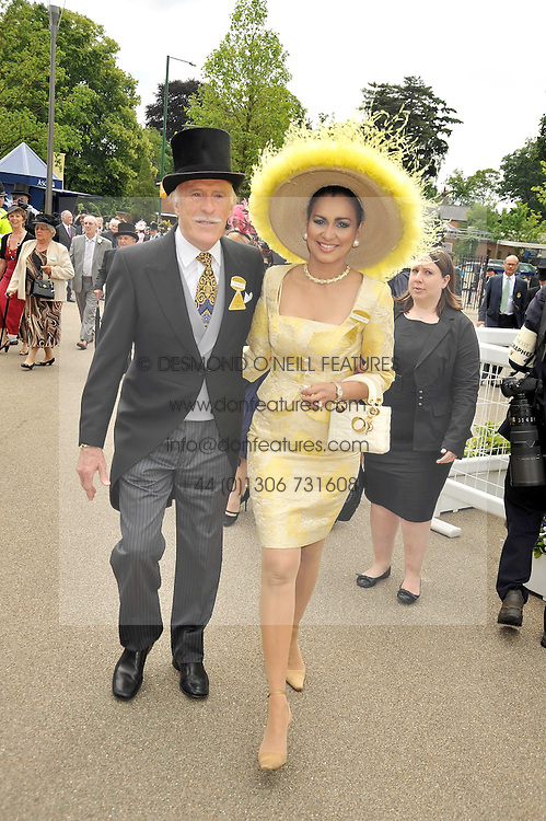 BRUCE FORSYTH and his wife WILNELIA at the Royal Ascot racing festival 2009 held on 17th June 2009.