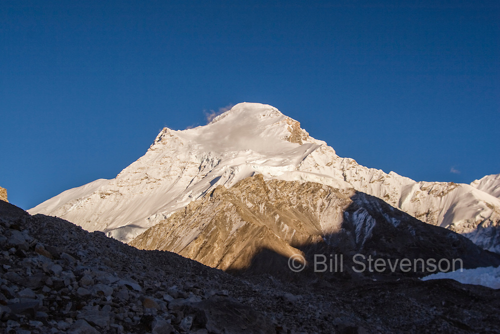 Cho Oyu at sunset in the himalaya mountains of Tibet.