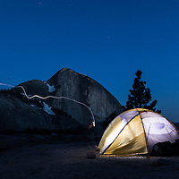 Zelt und Stinlampe bei Nacht vor Half Dome, Yosemite National Park, California, USA * head lamp amd lit tent at night, with Half Dome, Yosemite National Park, California, USA