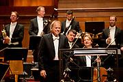 Koningin Maxima is aanwezig bij de opening van het nieuwe seizoen van het Koninklijk Concertgebouworkest.<br /> <br /> Queen Maxima is present at the opening of the new season of the Royal Concertgebouworkest.<br /> <br /> Op de foto / On the photo:  dirigent Thomas Hengelbrock