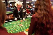 London, Maggio 2012 - Deborah Green, Group Compliance Assistant del Casino Aspers di Londra, in una sessione di training che vede ciclicamente impegnati i Croupier. L'esperienza e la pratica sono essenziali per acqistare sicurezza, velocità e manualità.