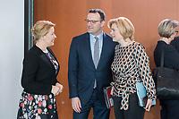27 FEB 2019, BERLIN/GERMANY:<br /> Franziska Giffey (L), SPD, Bundesfamilienministerin Jens Spahn (M), CDU, Bundesgesundheitsminister, und Julia Kloeckner (R), CDU, Bundeslandwirtschaftsministerin, im Gespraech, vor Beginn der Kabinettsitzung, Bundeskanzleramt<br /> IMAGE: 20190227-01-008<br /> KEYWORDS: Kabinett, Sitzung, Gespräch, Julia Klöckner