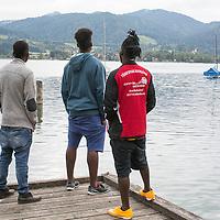 DE, DEUTSCHLAND, Bayern, Landkreis Miesbach, Stadt Tegernsee. 24.09.2015 / Asylbewerber in Bayern: Diese 3 Nigerianer sind schon seit Wochen in der lokalen Turnhalle untergebracht, zusammen mit hunderten anderen Fluechtlingen. Zum Nichtstun verdammt, verbringen sie die meiste Zeit in der Turnhalle.