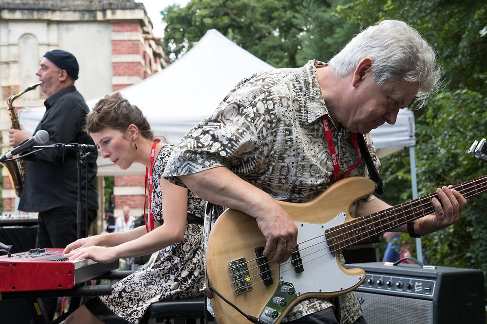 France, Sevran, 16 Juillet 2017. 16ème édition du Festival Rhizomes, le Bal de clôture avec Ti'bal Tribal d'André Minivielle & Christophe Monniot.