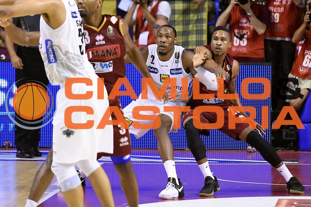 Dominique Sutton, Tyrus McGee<br /> Umana Reyer Venezia - Dolomiti Energia Aquila Basket Trento<br /> Lega Basket Serie A 2016/2017<br /> Playoff, finale gara 5<br /> Venezia, 18/06/2017<br /> Foto M.Ceretti / Ciamillo-Castoria