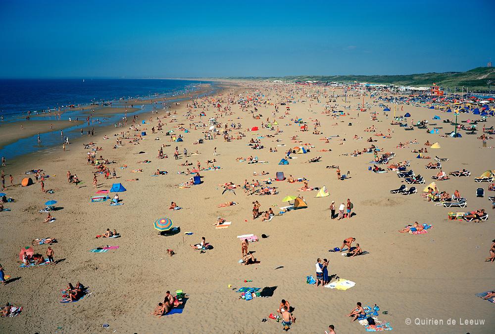 Scheveningen strand op een zomermiddag. Holland Kodak Ektar collectie