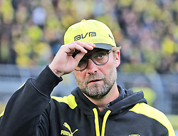 15.02.2014, Signal Iduna Park, Dortmund, GER, 1. FBL, Borussia Dortmund vs Eintracht Frankfurt, 21. Runde, im Bild Trainer Juergen Klopp (Borussia Dortmund) hebt den Hut // during the German Bundesliga 21th round match between Borussia Dortmund and Eintracht Frankfurt at the Signal Iduna Park in Dortmund, Germany on 2014/02/15. EXPA Pictures © 2014, PhotoCredit: EXPA/ Eibner-Pressefoto/ Schueler<br /> <br /> *****ATTENTION - OUT of GER*****