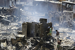 December 12, 2016 - Recife, Brazil - Children help find victims' belongings. During the morning of Monday (12), the fire hit the favela Vila Santa Luzia, in the city of Recife. Dozens of people had their homes burned by fire and three men had severe burns on their bodies. In Recife, Northeast Brazil, December 12, 2016. (Credit Image: © Diego Herculano/NurPhoto via ZUMA Press)