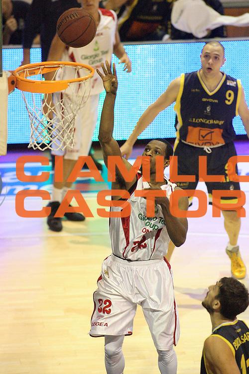 DESCRIZIONE : Pistoia Lega A2 2012-13 Giorgio Tesi Group Pistoia Givova Scafati<br /> GIOCATORE : Graves Antonio <br /> SQUADRA : Giorgio Tesi Group Pistoia<br /> EVENTO : Campionato Lega A2 2012-2013<br /> GARA : Giorgio Tesi Group Pistoia Givova Scafati<br /> DATA : 18/11/2012<br /> CATEGORIA : Tiro<br /> SPORT : Pallacanestro<br /> AUTORE : Agenzia Ciamillo-Castoria/Stefano D'Errico<br /> Galleria : Lega Basket A2 2012-2013 <br /> Fotonotizia : Pistoia Lega A2 2011-2012 Giorgio Tesi Group Pistoia Givova Scafati<br /> Predefinita :